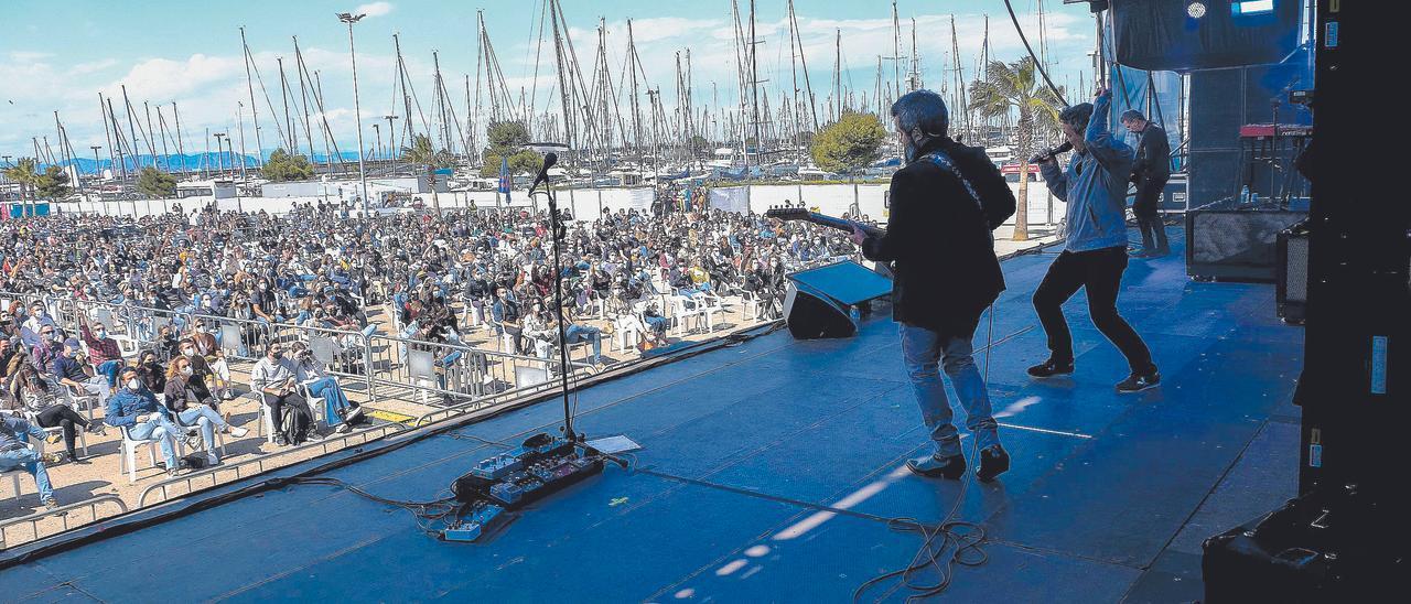 Actuación de Love of Lesbian ante 2.000 personas el pasado 1 de mayo en la Marina de València