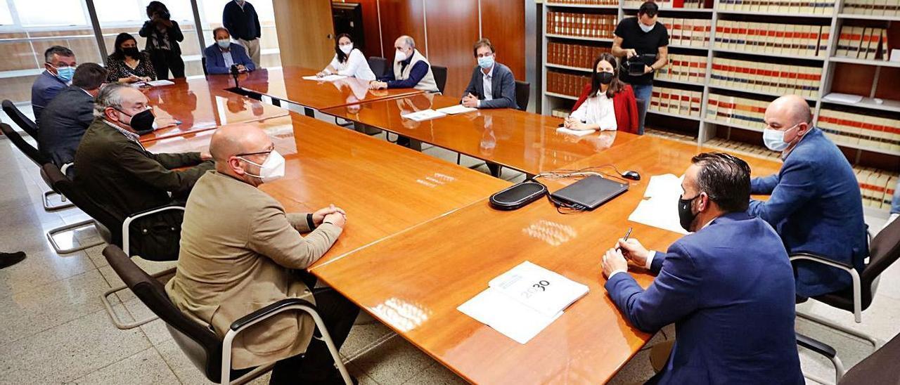 Presentación del dictamen del CES al Consell y a los agentes sociales de Eivissa. | J.A.RIERA
