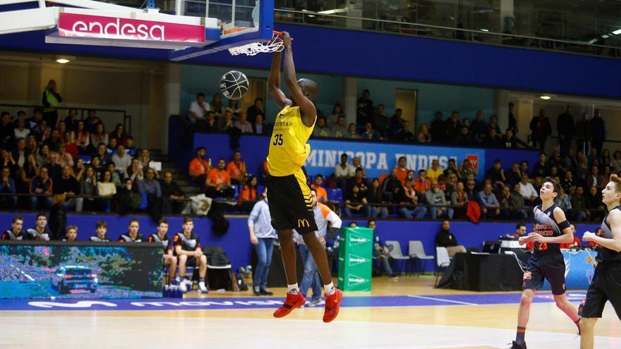 Un canterano del CB Canarias se convierte en el jugador más joven en debutar en la ACB