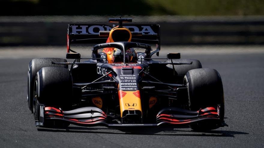 Verstappen mantiene a ralla a los Mercedes en los primeros libres