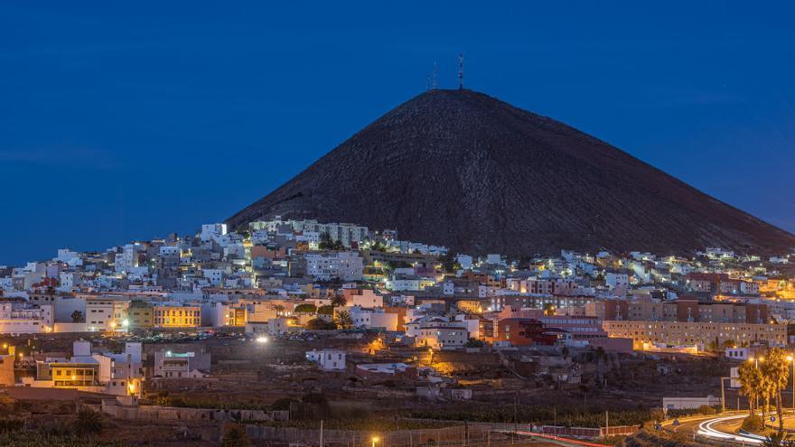 La Montaña de Gáldar alumbra el nuevo año con LED