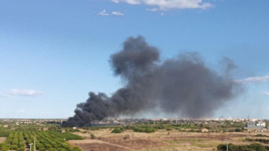 Alarma por un incendio en el Camí Fondo de Castelló