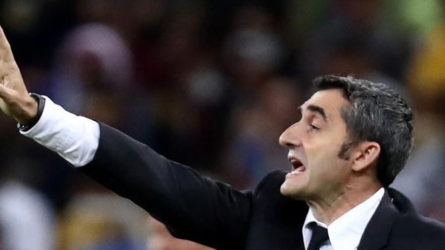 Ernesto Valverde entrena l'equip i després es reunirà amb el president del Barça