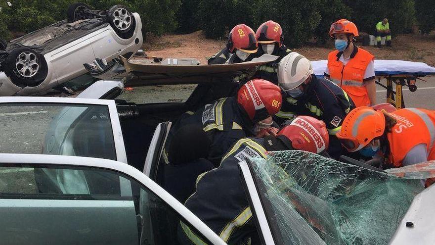 Un herido grave y otro leve en un accidente en la CV-222 que une Betxí y Les Alqueries