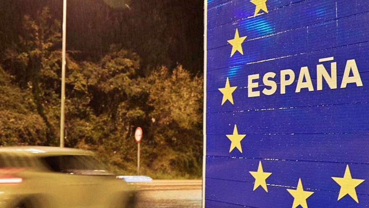 Cartel de entrada a España desde Francia en el paso de La Junquera, en Gerona.