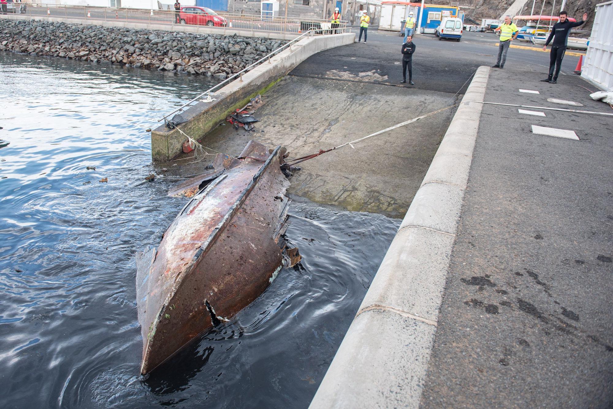 Retirada de embarcaciones abandonadas en Taliarte