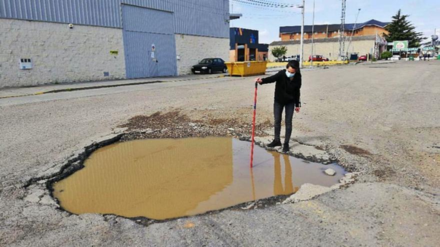 Una docena de negocios de Benavente urge el arreglo de la N-525 en la salida hacia la autovía