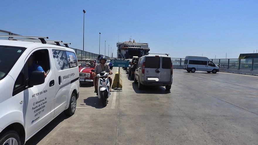 Mil vehículos ya han reservado su entrada en Formentera este verano