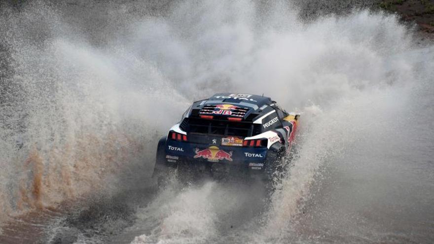 Carlos Sainz acaricia la victoria en el Dakar tras un accidente de Peterhansel