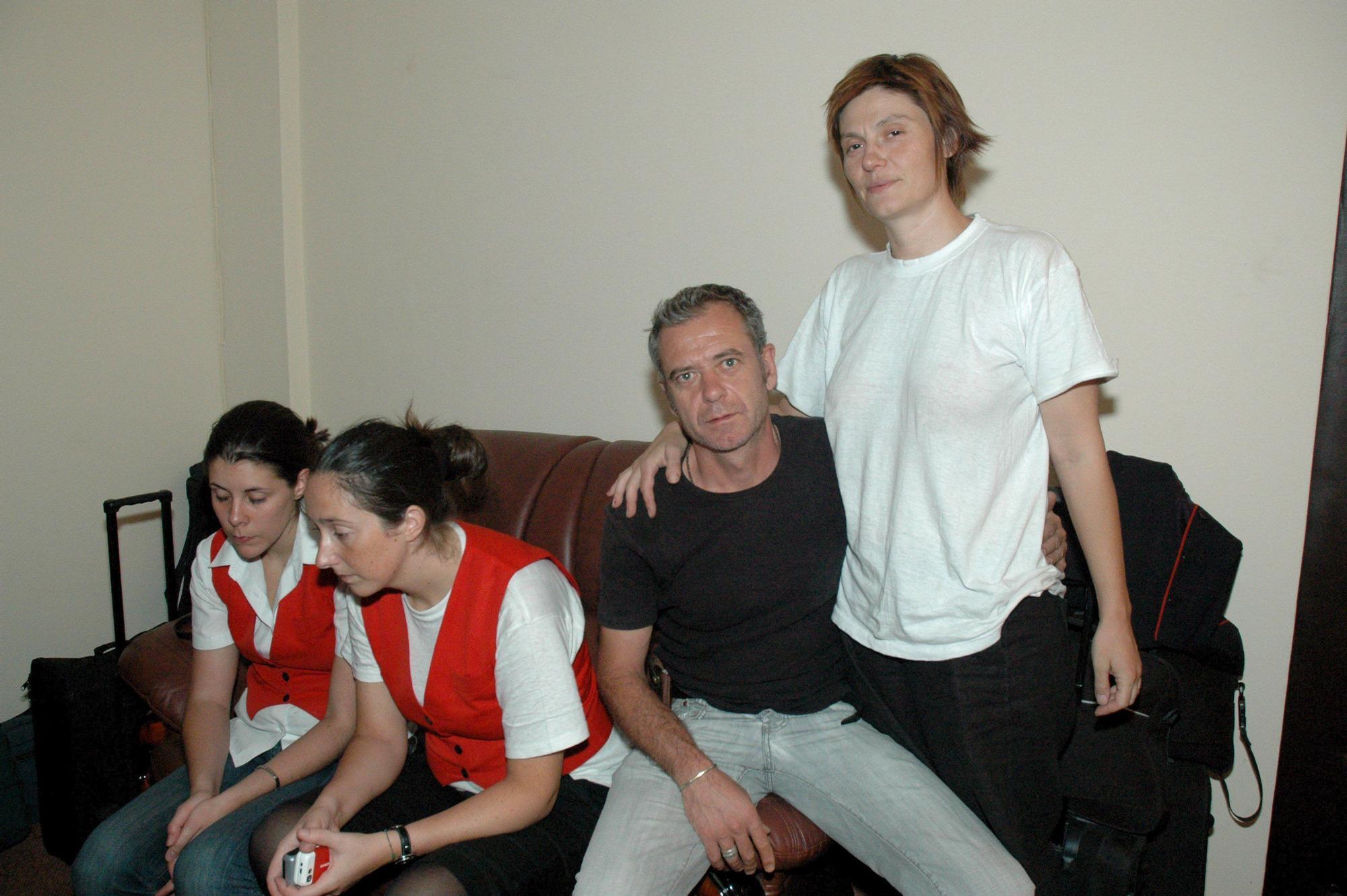 Tatiana y compa�eros durante la retenci�n.jpg