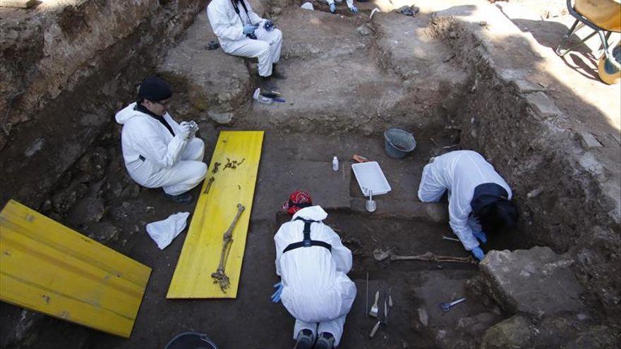 Los sondeos previos a las exhumaciones en La Salud se quieren iniciar a finales de verano