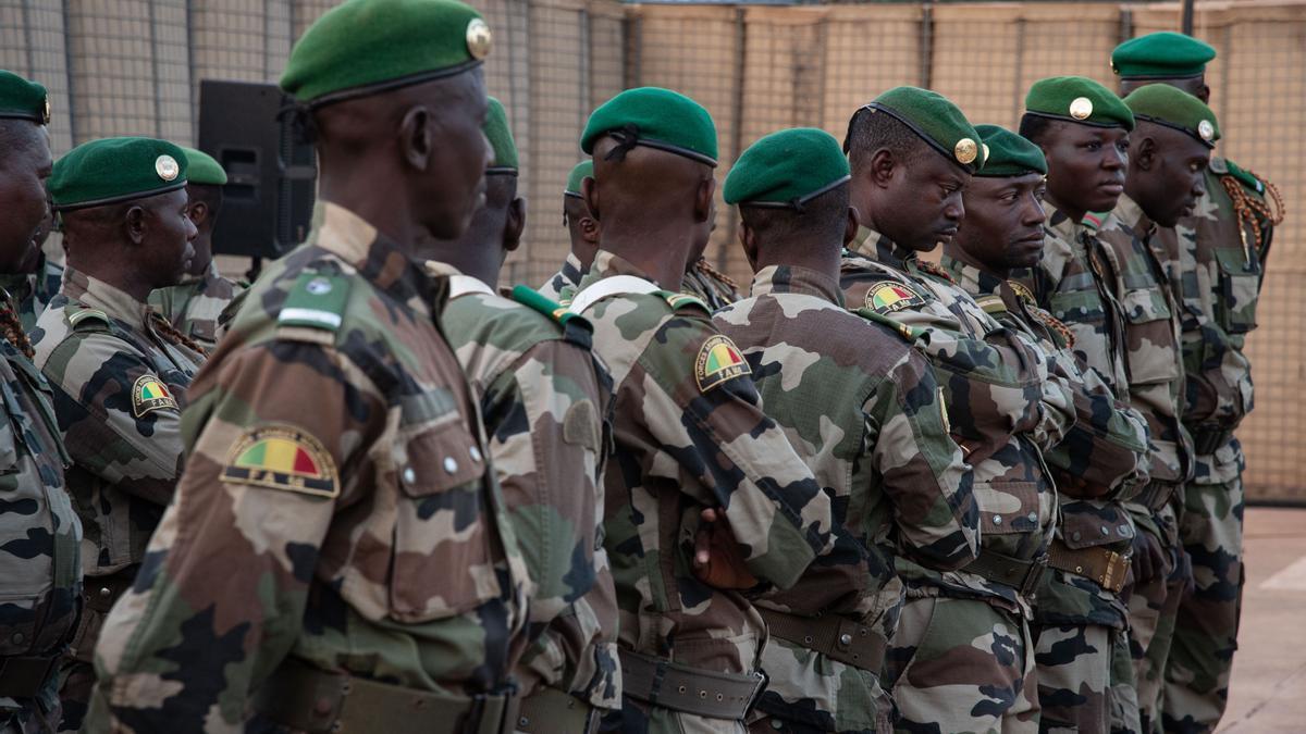 Soldados de Malí durante la ceremonia de cambio de mando de la EUTM.