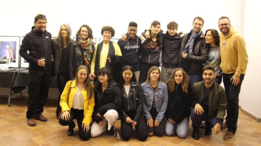 Els beneficis de la dansa entren a l'aula d'un institut de Figueres