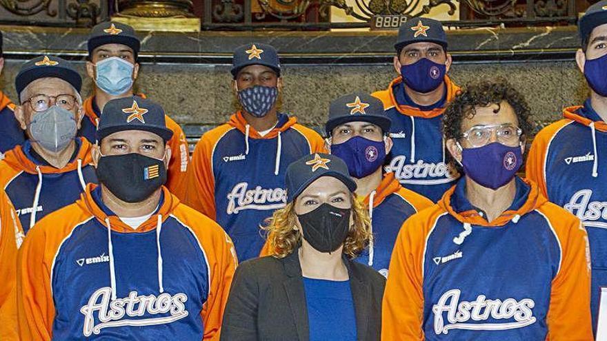 El Astros celebra el título de Liga en el Ayuntamiento