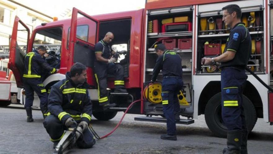 Seis heridos, entre ellos dos bomberos, en el incendio de un piso en Espinardo