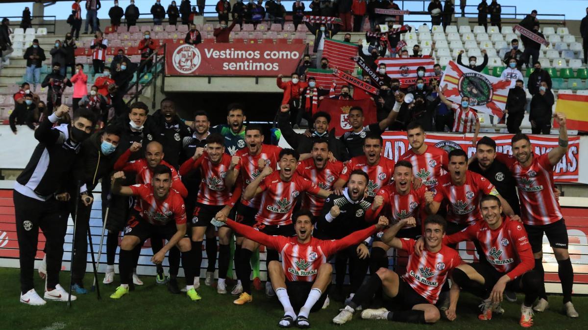 El Zamora CF celebra el liderato