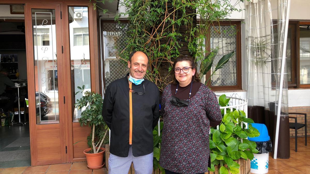 Flori García y Cipriano Jara son los dueños del hostal-restaurante de Miajadas.