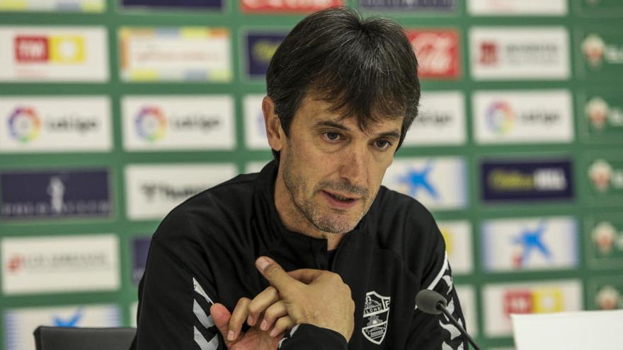 El Elche comunica a Pacheta que no seguirá como entrenador en Primera