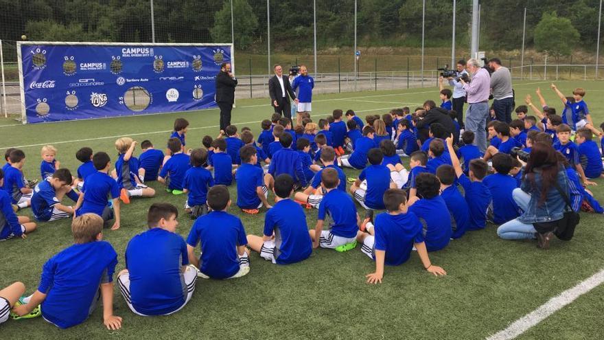 Anquela visita el Campus del Oviedo