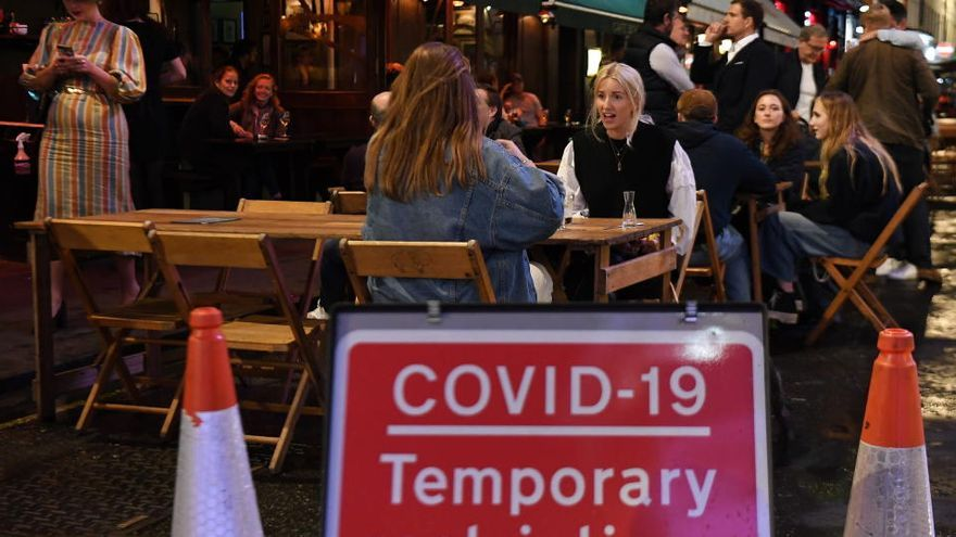 Londres probará vacunas en voluntarios infectados deliberadamente con Covid