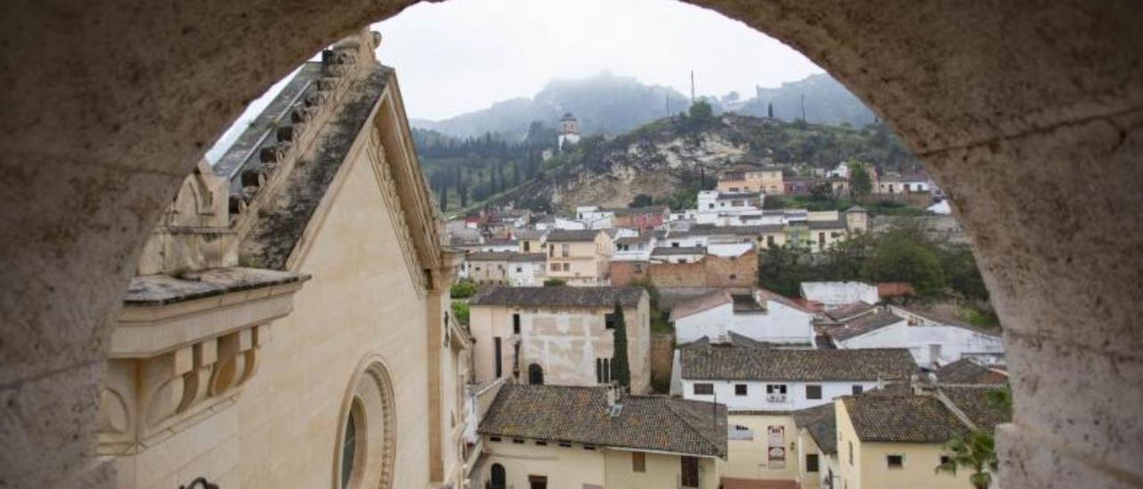 Vista panorámica de la zona de la Seu —a la izquierda— desde el campanario de Xàtiva.   PERALES IBORRA