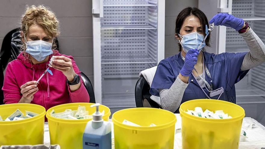 La vacunación se desploma con 352.000 dosis del fármaco en la nevera