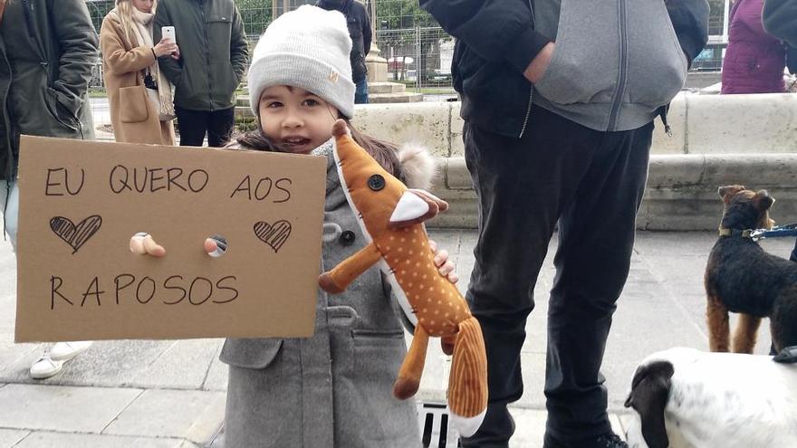 Unas 300 personas protestan contra el campeonato de caza del zorro