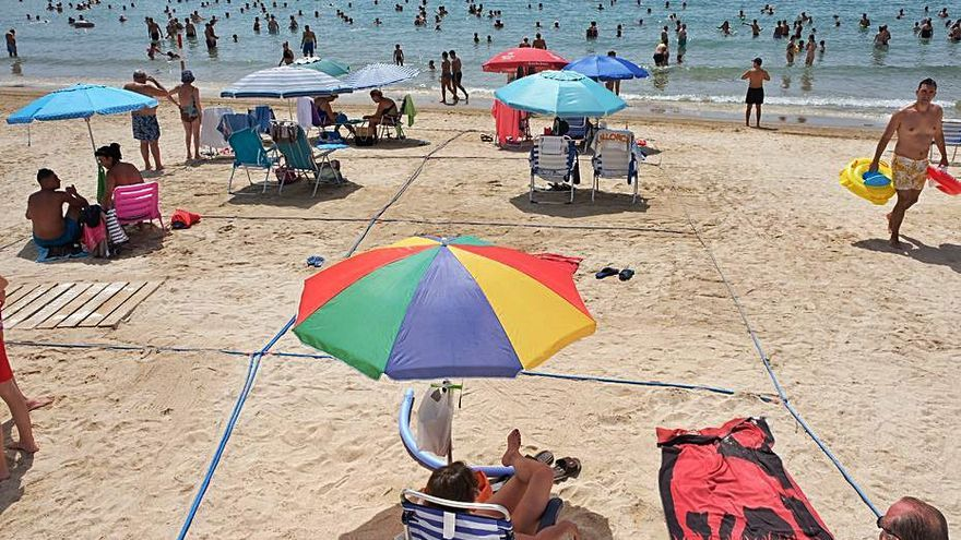 Torrevieja no llegará a tiempo de contratar a controladores de playa