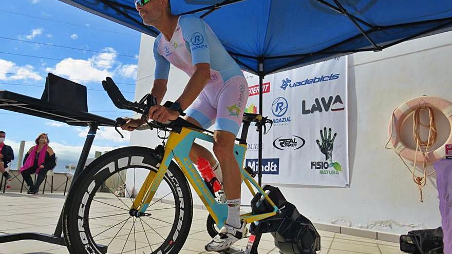 Fran Trujillo pone en marcha con éxito el desafío de cubrir 515 kilómetros indoor