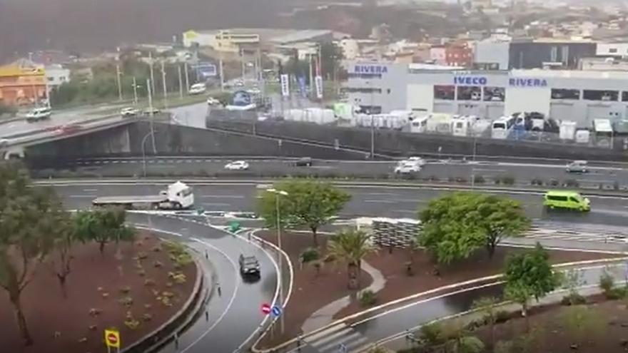 Palo de agua en la zona metropolitana de Tenerife