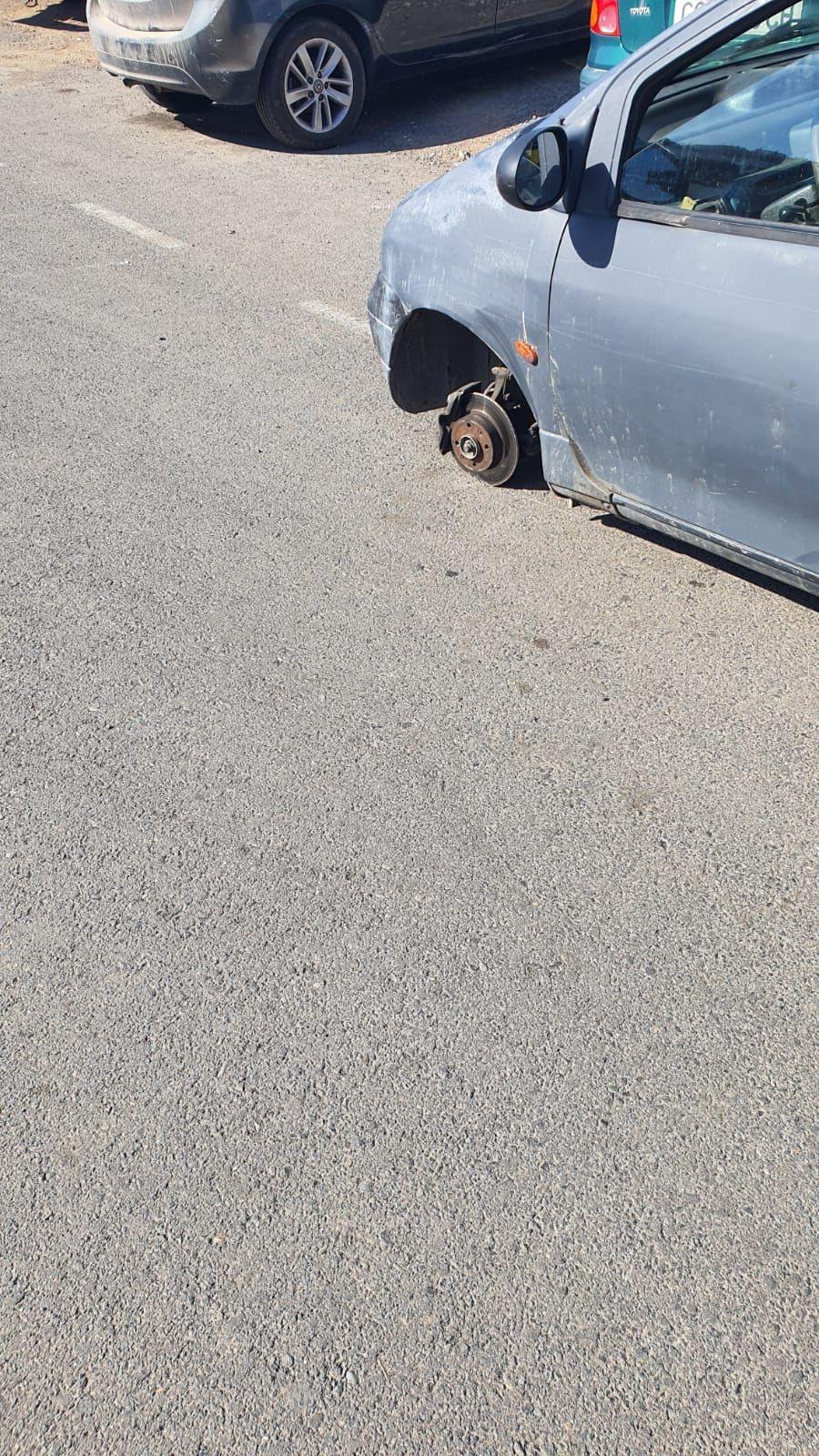 Un coche pierde una rueda cuando circulaba