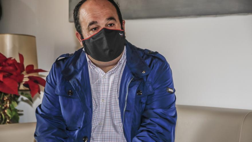 El alcalde de Alcuéscar, en la UCI tras sufrir un atropello