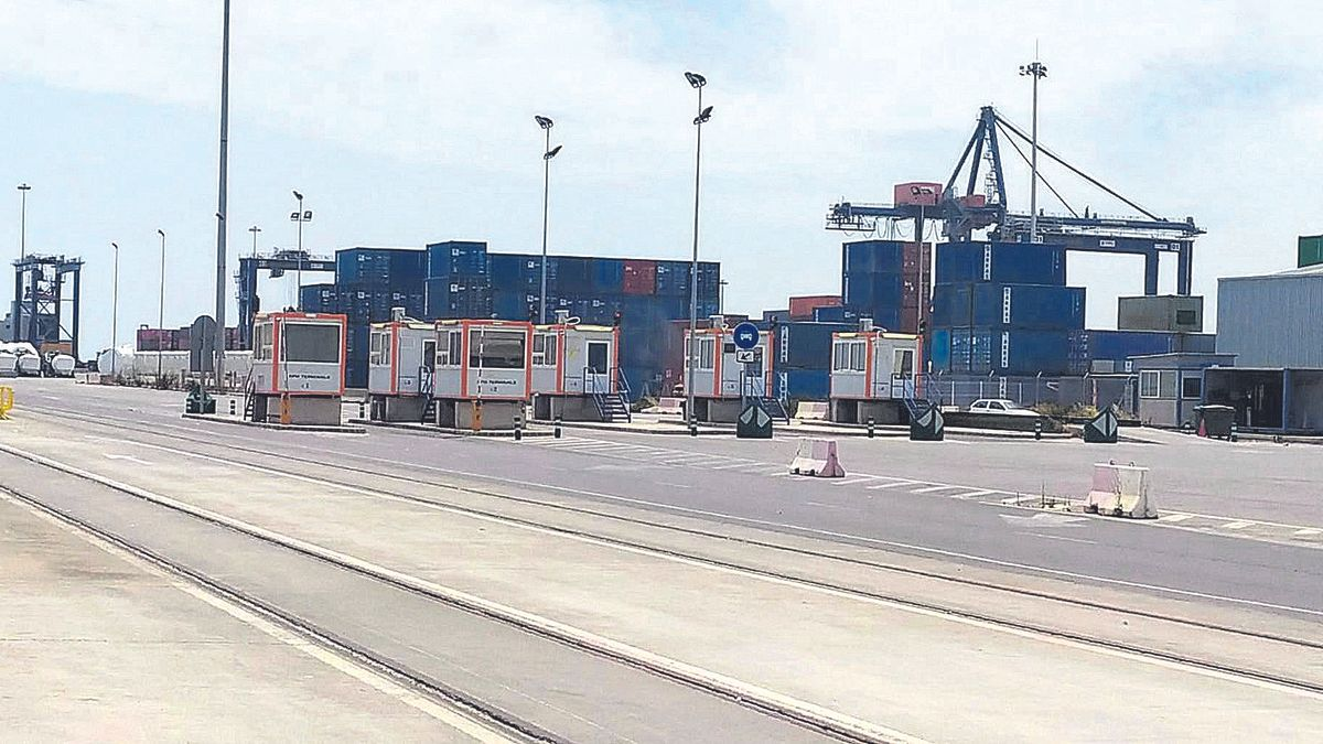 Aspecto de la terminal del puerto afectada por la huelga.