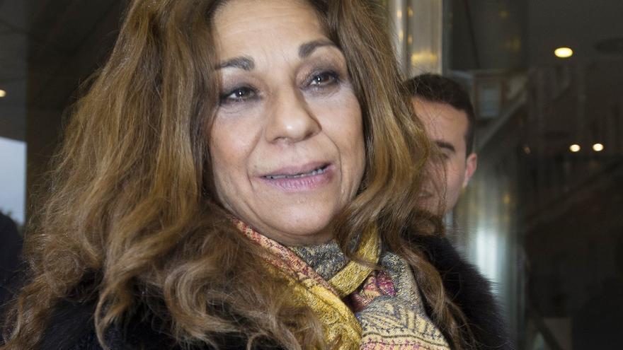 Lolita Flores, afectada, da su último adiós a Concha Márquez Piquer