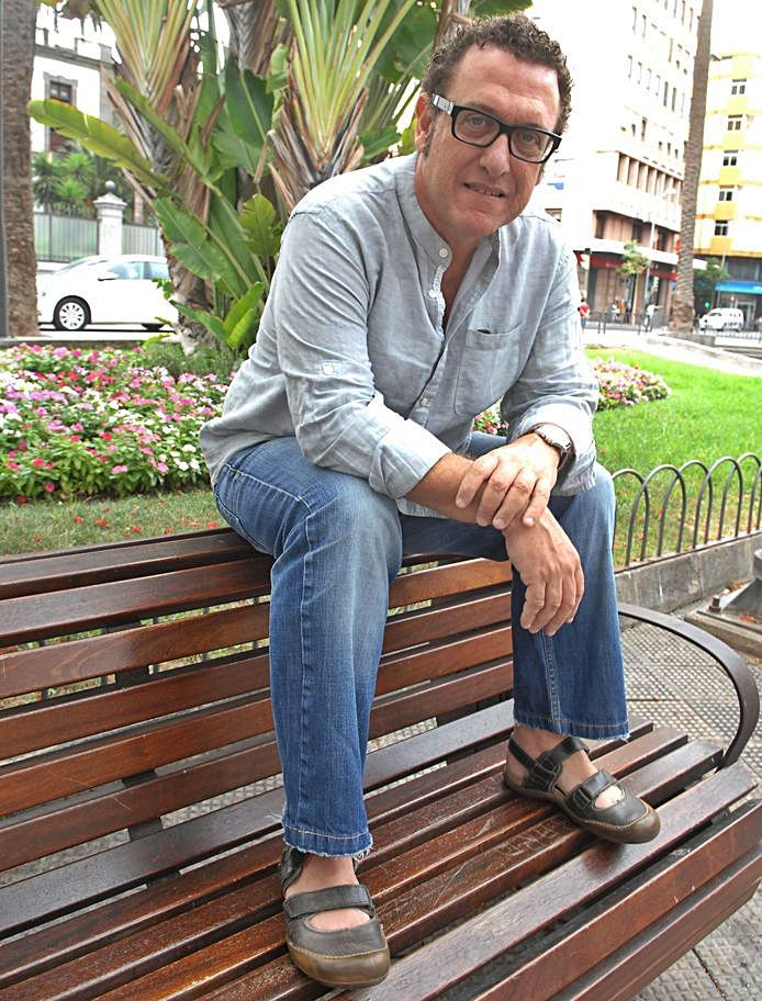 El compositor y productor, Manuel González. | | JUAN CARLOS CASTRO