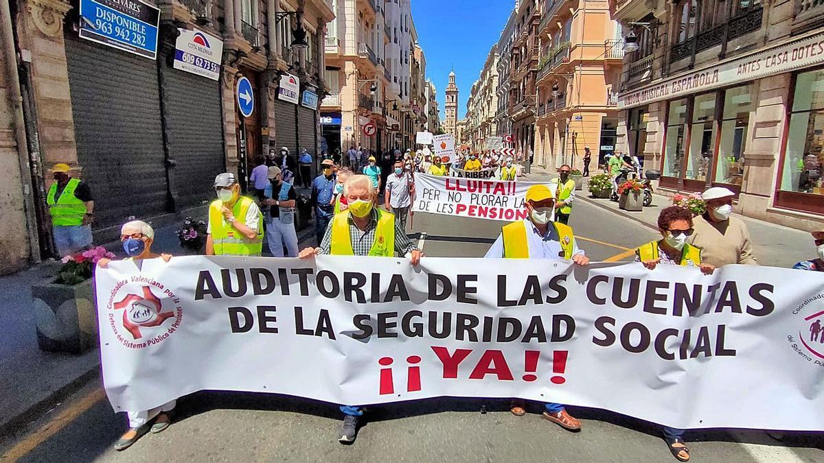 Protesta de pensionistas en el centro de València | JM LÓPEZ