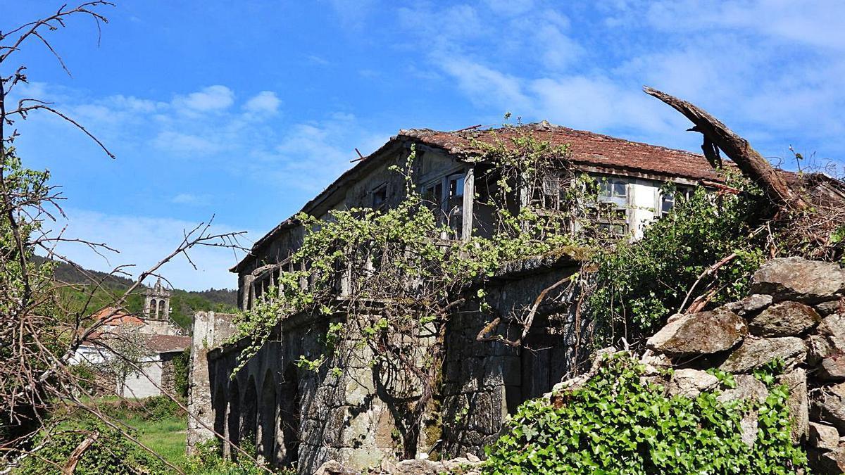 Estado actual de la casa rectoral de Santa Comba de Bande, que será rehabilitada. |   // FERNANDO CASANOVA