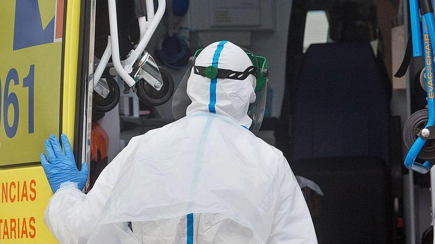 Las cuarentenas y las bajas dejan los hospitales con casi 800 trabajadores menos