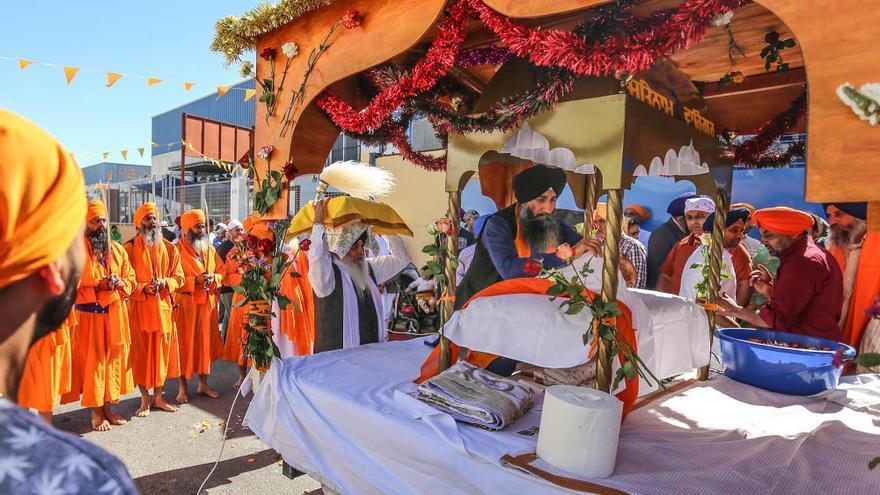 La comunidad Sikh llena de color Torrevieja