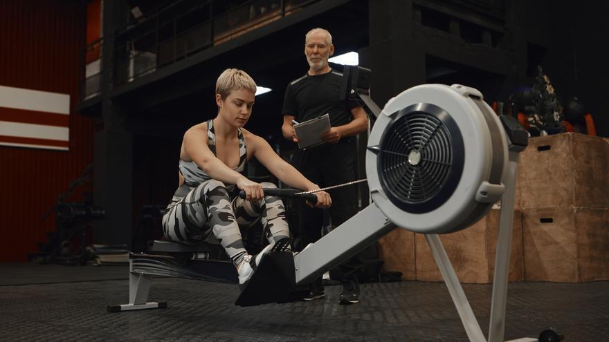 Guía de remo para principantes, el ejercicio más eficaz para adelgazar y fortalecer los músculos