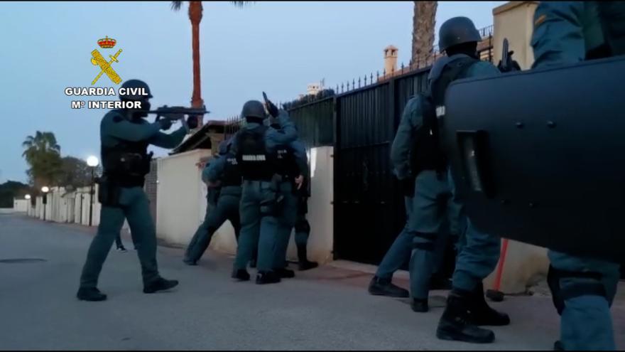 La Guardia Civil detiene a una pareja de Torrevieja por robos en cuatro casas de campo en Guardamar del Segura y Sella