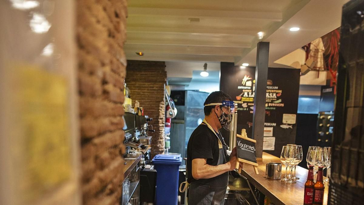 Preparativos para la reapertura del restaurante La Brasa, en Cartagena. Urquízar