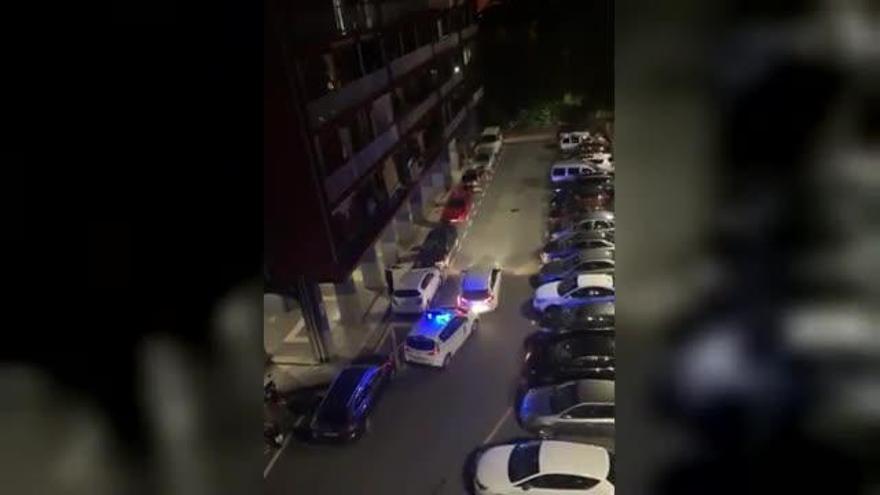 Un hombre embiste cinco veces contra los coches de la policía que le cerraban el paso | VÍDEO