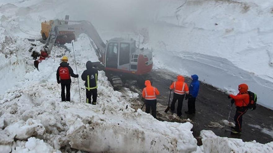 Aparece el cuerpo del operario sepultado por la nieve en Asturias el día de Año Nuevo