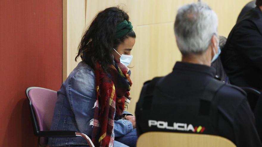 Declaran culpable de asesinato con agravante a la mujer que apuñaló a su bebé en Gijón