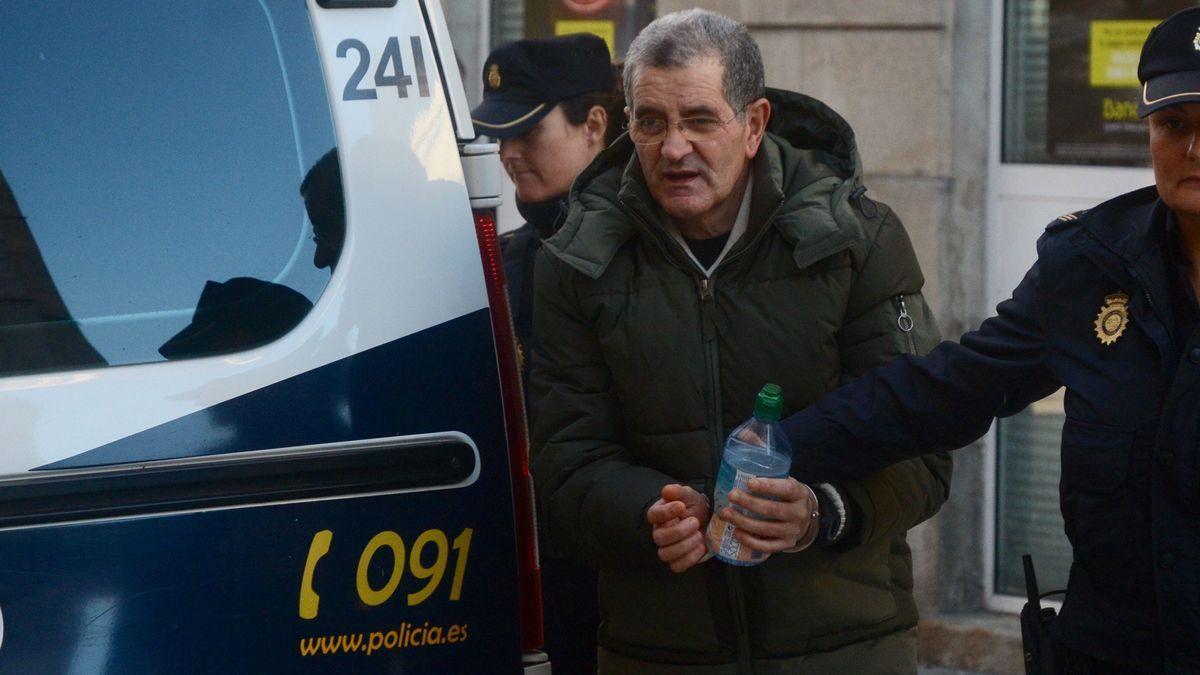 Rosendo, durante su traslado a los juzgados de Pontevedra durante el juicio en la Audiencia, en 2018.