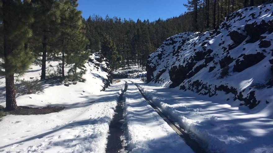 Los accesos al Teide se reabren hoy tras la segunda nevada del invierno