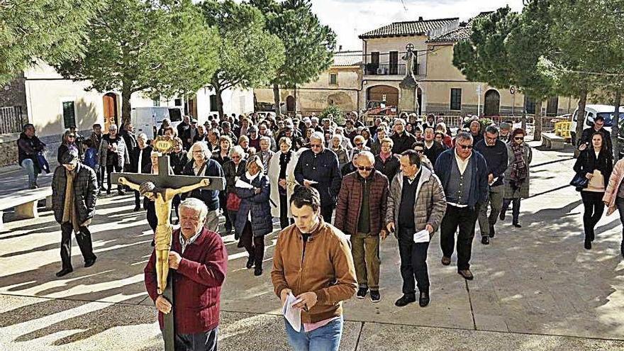 Via Crucis solidario en las calles de Pina