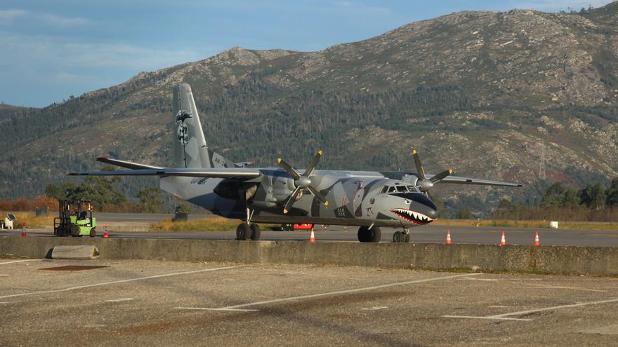 """Así es el avión de la película """"Los Mercenarios"""" que aterrizó en el aeropuerto de Vigo"""