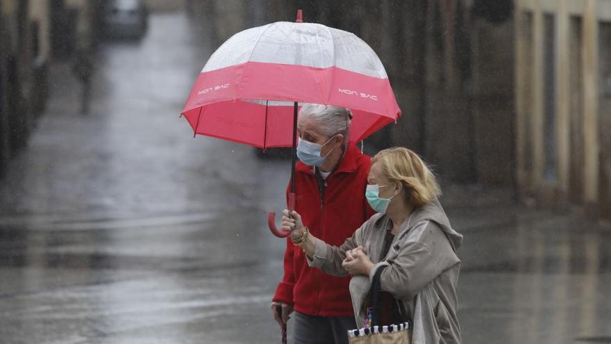 Asturias prepara los paraguas y las mascarillas para un fin de semana de orbayu y nuboso